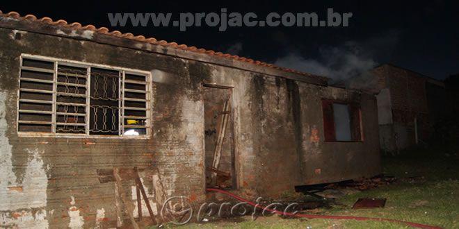 Incêndio destróe residência - http://projac.com.br/noticias/incendio-destroe-residencia.html