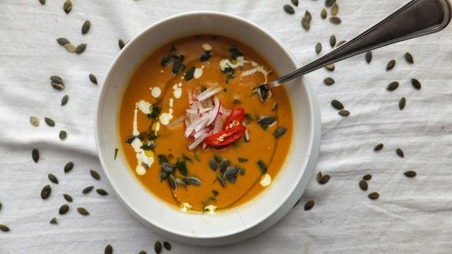 Puré de calabaza al curry rojo con leche de coco al estilo tailandés {picante}