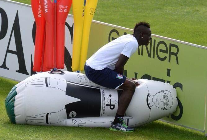 Typical Mario Balotelli enjoying himself at training with the Italian squad. Oct 2013