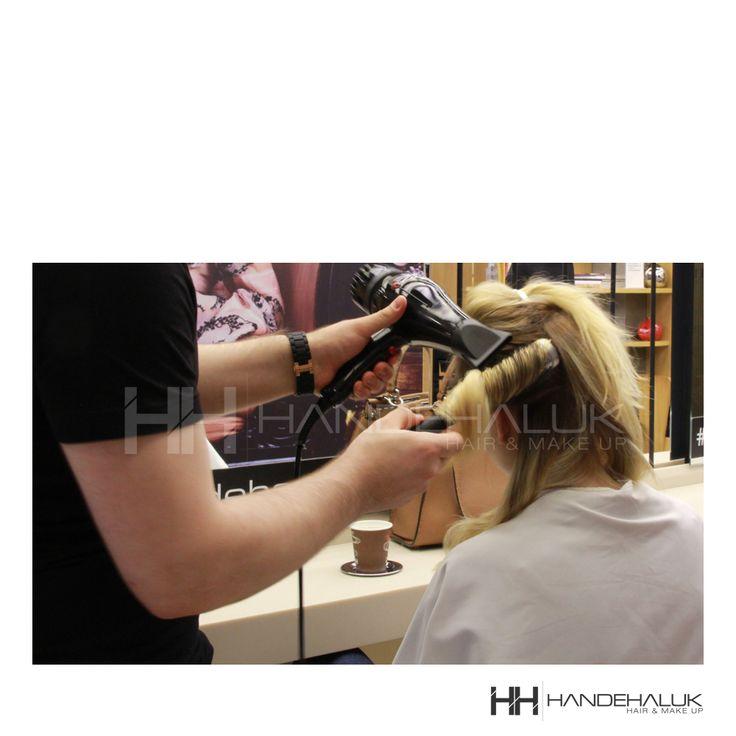 Dalgalı saç modelleri, yerine göre oldukça şık yerine göre sevimli yerine göre de oldukça seksi durabiliyor.#HandeHaluk #ulus #zorlu #zorluavm #zorlucenter #hair #hairstyle #hairdye #hairdo #hairoftheday #hairfashion #hairlife #hairlove #hairideas #hairsalon #hairartist #hairtrends #hairstylists #hairinspiration #inspiration