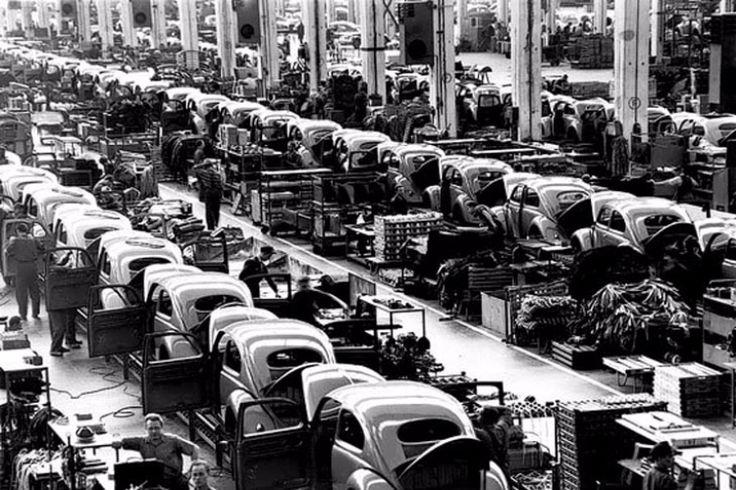 vintage everyday: In a Volkswagen Factory, 1953