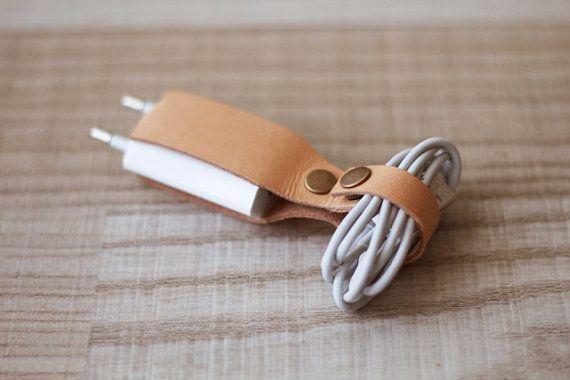 Kabelhalter mit Stecker // Kabelbinder iPhone von AOBusinessentials