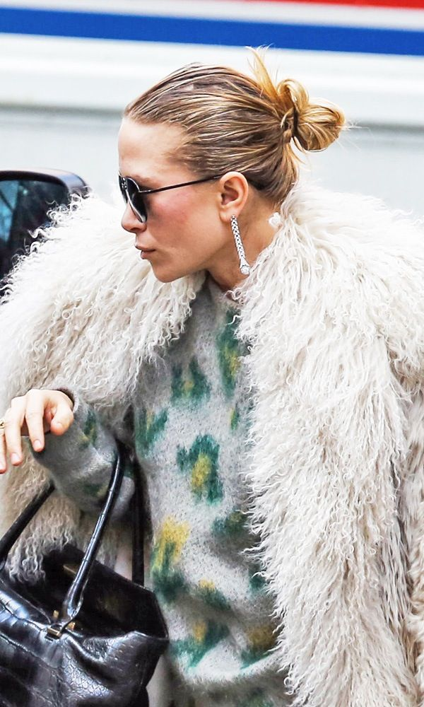2 WAYS: MARY-KATE | SLEEK MESSY BUN