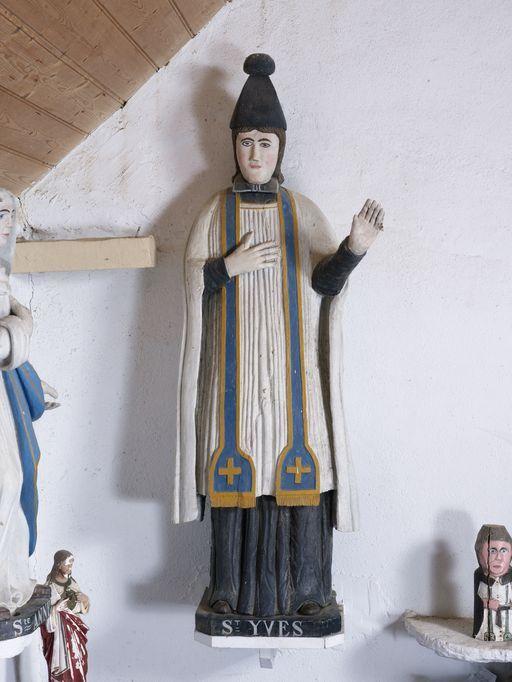 Caro (56) - statue de saint Yves, dans la chapelle St-Yves.