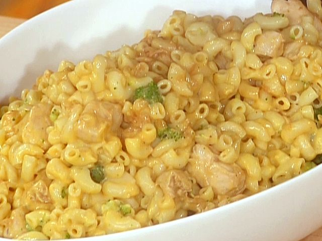 30 Minute Meals Rachel Ray-Mac and Cheddar Cheese with Chicken and Broccoli from FoodNetwork.com