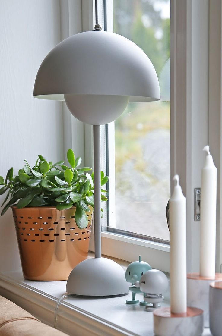 Matt grey FlowerPot table lamp VP3