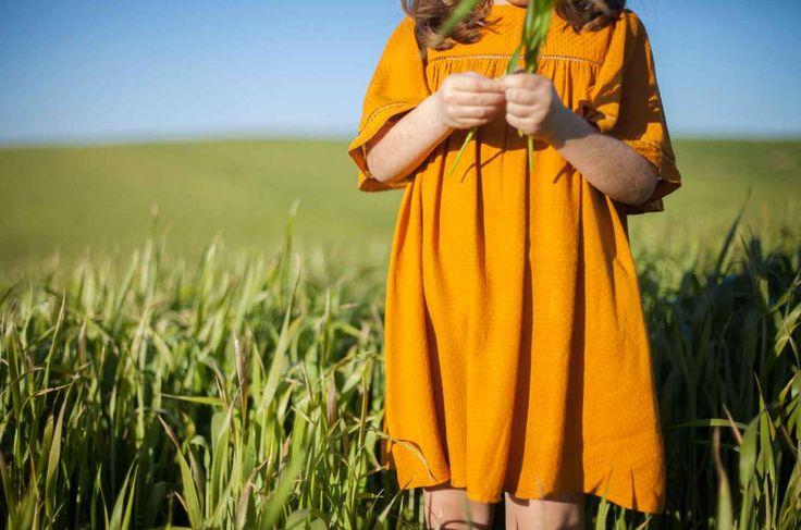 Me gusta la composición, el corte realzando el vestido, los colores alegres, la luz