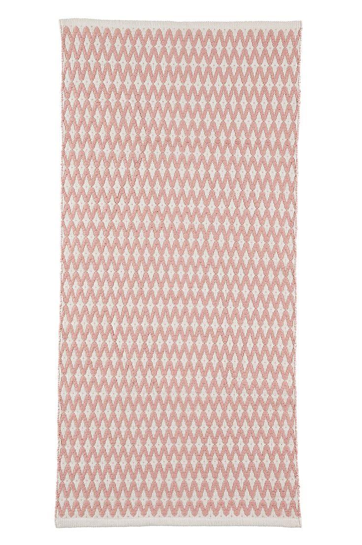 Ellos Home Matta Rana 70x150 cm Handvävd mönstrad bomullsmatta med snygg struktur. Stl 70x150 cm. <br><br>För ökad säkerhet och komfort, använd halkskyddsmatta som håller din ullmatta på plats. Halkskyddsmattan finns i flera olika storlekar. <br><br>100% bomull<br>Tvätt 40°