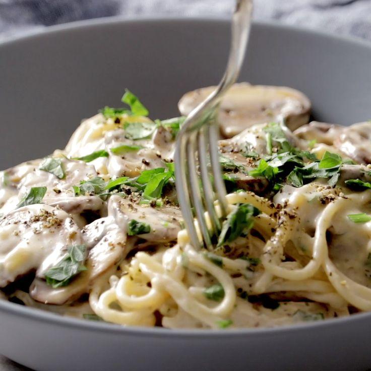 Cremige Knoblauch-Kräuterpilz-Spaghetti