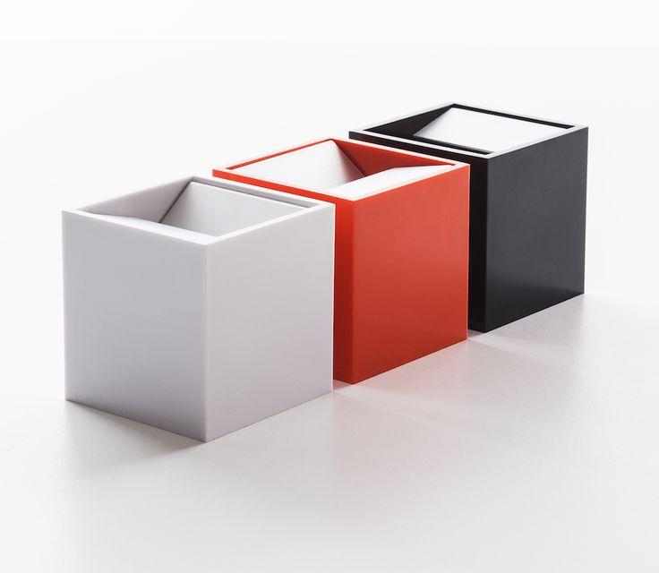 Cubo, design Bruno Munari per Danese Milano. Box / posacenere con all' interno un foglio di alluminio piegato ed estraibile