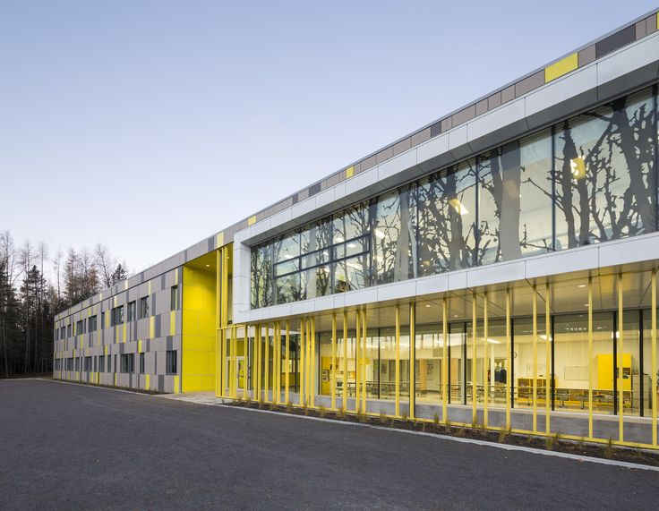 Image 10 of 12 from gallery of Harfang-Des-Neiges Primary School / CCM2 Architectes + Onico Architecture. Photograph by Stéphane Groleau