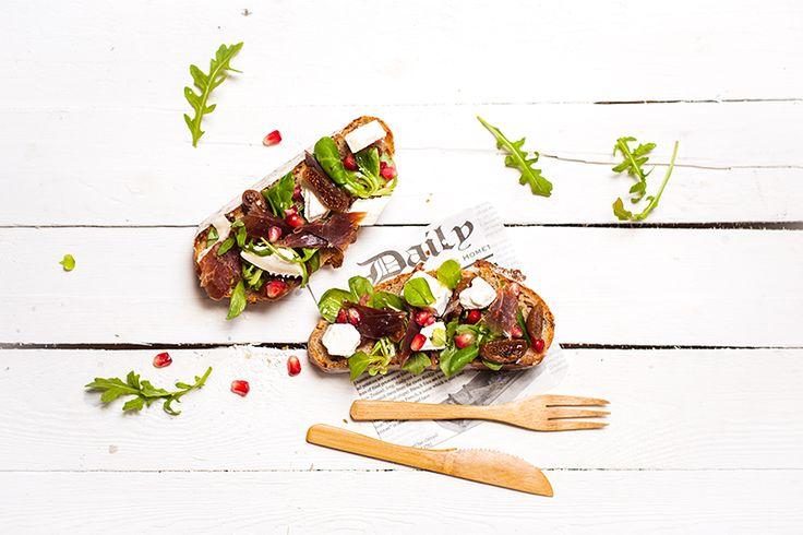 Je me suis attelé aux fourneaux pour réaliser une petite recette avec cette viande d'exception : tartines au jambon Bellota, figue et chèvre.