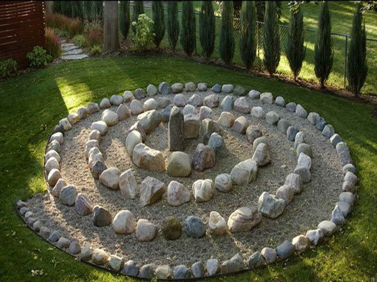 here is a great idea for your garden using stones to build a labyrinth