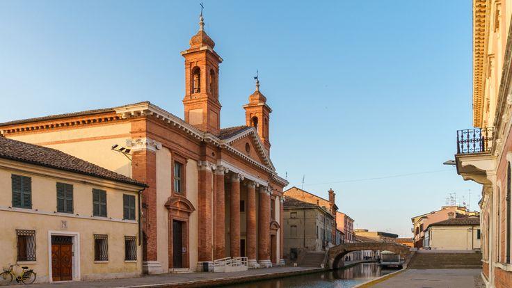 L'inaugurazione del nuovo Museo del Delta antico offre lo spunto per visitare le Valli di Comacchio. Tra gite in barca nella laguna, degustazioni a base di anguilla, uscite in bicicletta e avvistamenti di fenicotteri rosa e altri uccelli, ecco cosa scoprire nel weekend