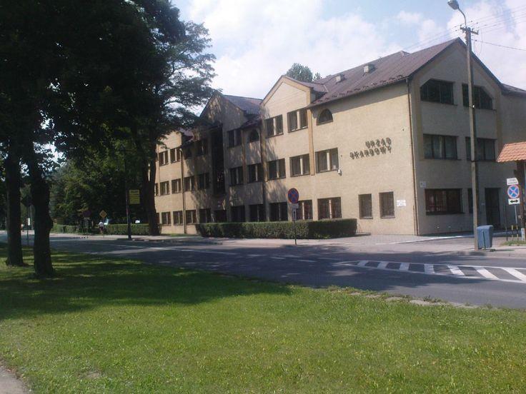 Sucha Beskidzka - budynek Urzędu Skarbowego #Sucha #Beskidzka #Urząd #Skarbowy #Polska #małopolskie #powiat #suski #Beskidy #Poland