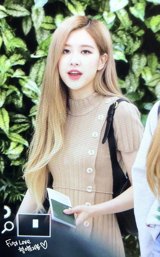 Blackpink Rose Gimpo Airport Back From Japan September 19 Blackpink Kpop Girls Blackpink Rose