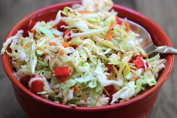 Not a fan of traditional mayonnaise cole slaw?  Either way, you will love our Skinny Sweet and Tangy #ColeSlaw recipe. #NoMayo