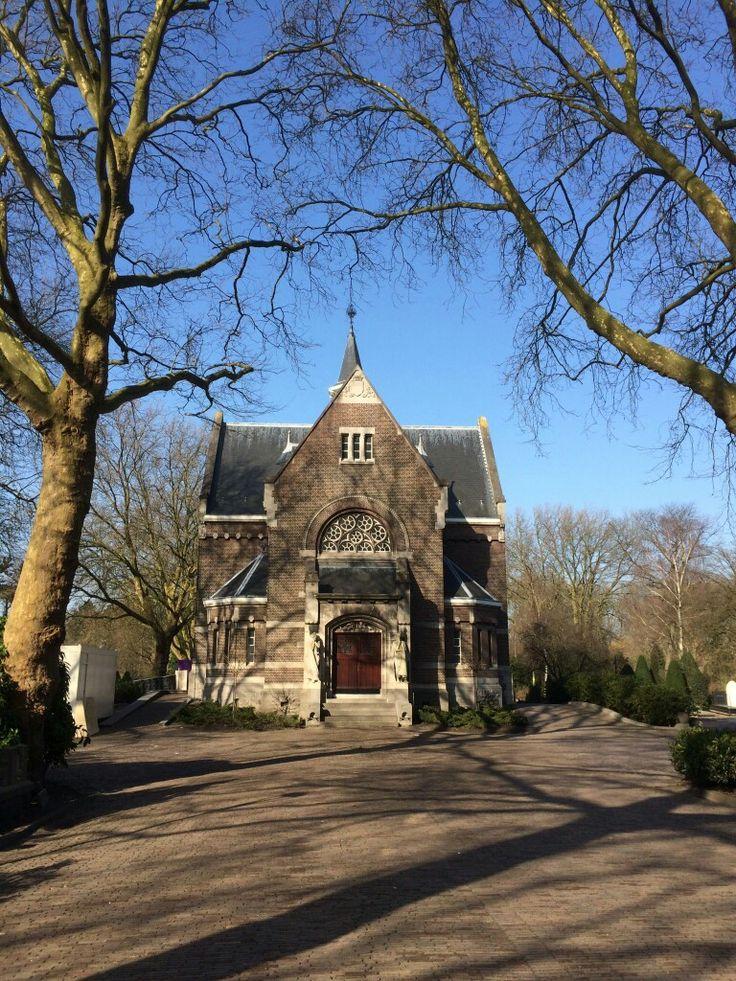 Rotterdam Kralingen Crooswijk. .Begraafplaats Crooswijk. ..L.Loe
