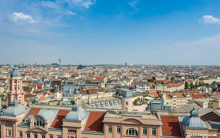 Viyana, Avrupa'nın mimari ve tarihi bakımından en iyi şehirlerinden. Genelde pahalı bir şehir olduğu için, pek tercih edilmeyen bu şehir, Avrupa'da en kolay ulaşabileceğiniz şehirlerden biri. Viyana gezilecek yerler bakımından Avrupa'nın en gözde şehirlerinden biri olmasına rağmen, Prag veya Budapeşte ile kıyaslandığında popülerlik bakımından biraz geriden geldiği söylenebilir. Tabi, bunun en önemli faktörlerinden biri
