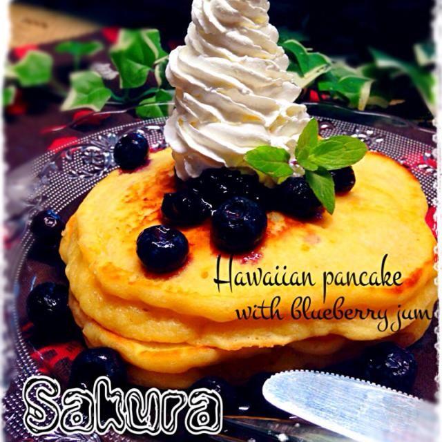 おはようございます  SD開けたら、くららちゃんのめちゃ美味しそうなパンプディングスナップが視界に  よしっ!! 朝ごはんは、くららちゃんのハワイアンパンケーキにしようと即決定  久々にHM使わない、パンケーキ作りました✨ d(゚ε゚d)  今日は、ブルーベリージャムとホイップ乗っけました⭐️  やっぱりおいすぃ〜〜!!!!! キャー♡╰(*゚x゚*)╯  くららちゃん、レシピいつもありがとう!! (◍⁃͈ᴗ•͈)४४४♡*  朝から、ペロリです(笑) - 258件のもぐもぐ - リピ!!くららさんの料理 ハワイアンパンケーキブルーベリージャムを添えて by さくちん