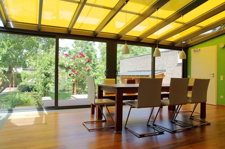 A Veranda (télikert árnyékoló) divatos és hasznos megoldás családi házak teraszainak, télikertek üvegfelületeinek és egyéb tetőszerkezeteknek az árnyékolására.
