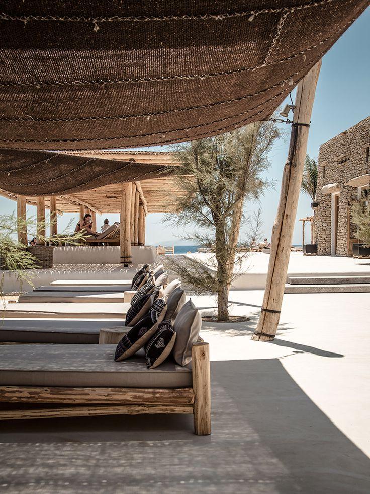 Häromdagen råkade jag på en underbar restaurang och beachbar på ön Mykonos i Grekland. Underbar rustik inredning med omsorgsfullt valda möbler och detaljer.