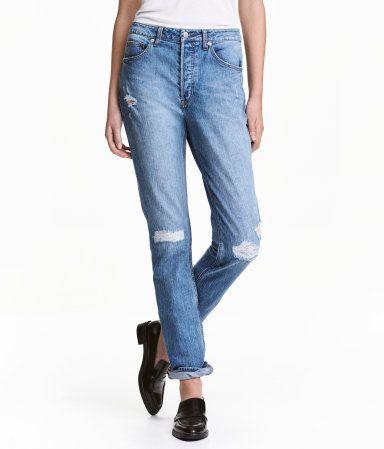 Blau trashed. CONSCIOUS. 5-Pocket-Jeans aus gewaschenem Denim mit markanten Used-Details. Modell mit lässiger Passform, normaler Bundhöhe und Knöpfen vorn.