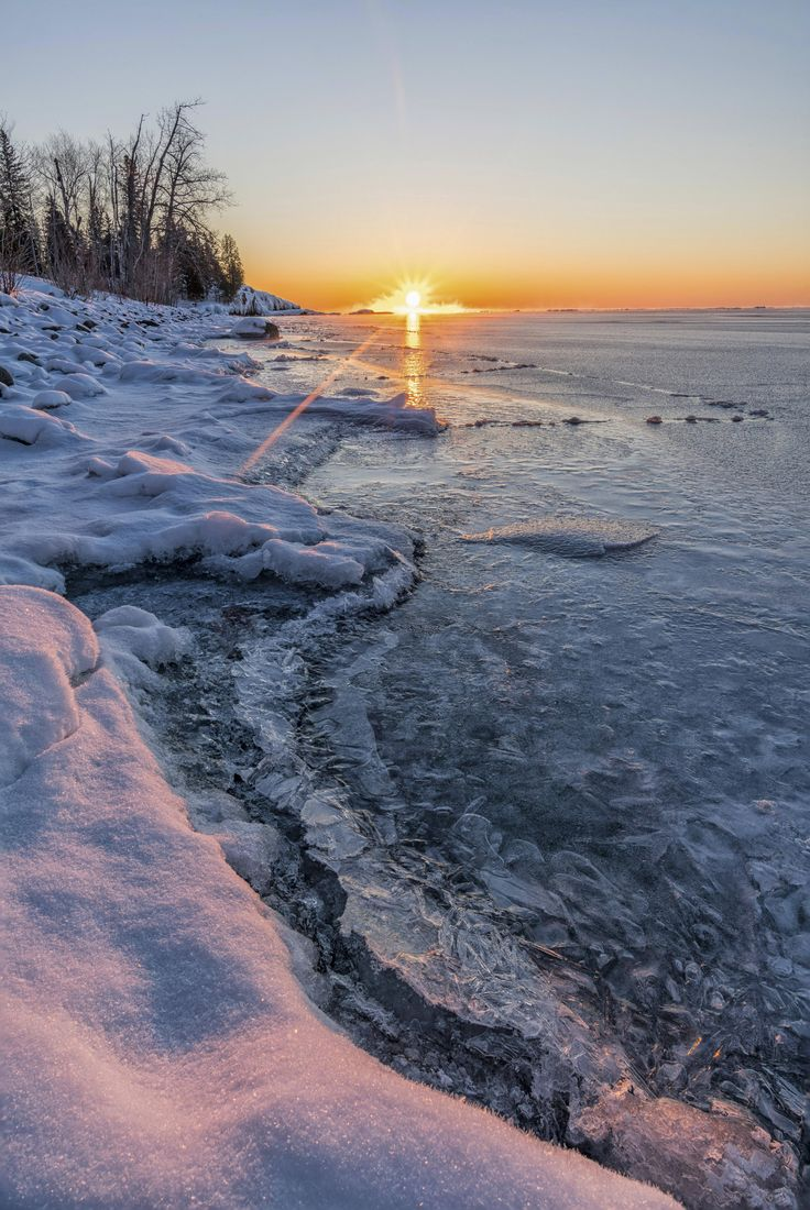 Sunrise on Lake Superior This Morning Was A Chilly -16C  [4314x6451] #nature and Science
