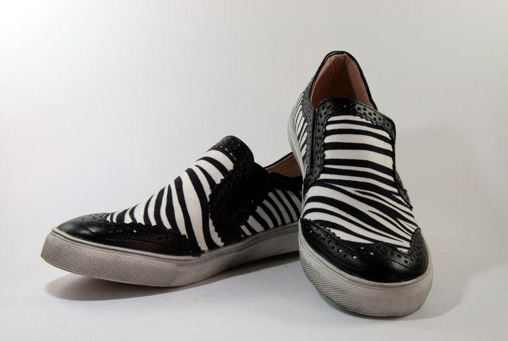 Sneakers da donna in tessuto zebrato con inserti in pelle stile vans  http://aemstore.it/home/54-sneakers-zebrata.html