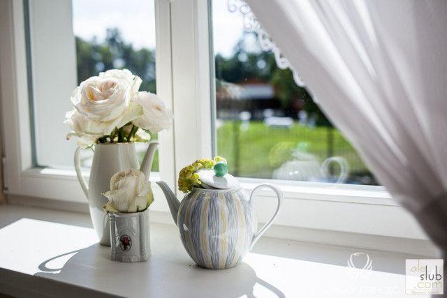 22. Alice in Wonderland Wedding,Windowsill decoration,Wedding decor,Vintage kettle / Alicja w Krainie Czarów,Dekoracje weselne,Anioły Przyjęć