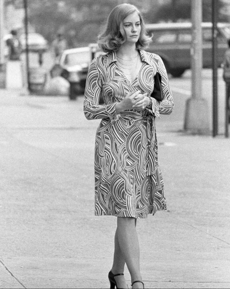cybil shepard taxi driver 1975 in diane von in furstenberg 39 s wrap dress some old style. Black Bedroom Furniture Sets. Home Design Ideas