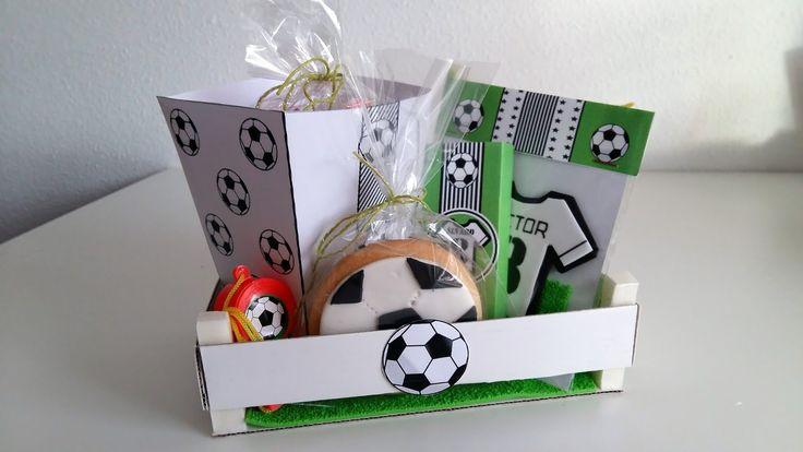 Cuando le pregunté a mi hijo la temática para celebrar su último cumpleaños tuvo claro que este año lo quería de fútbol. Como lo he celebrad...