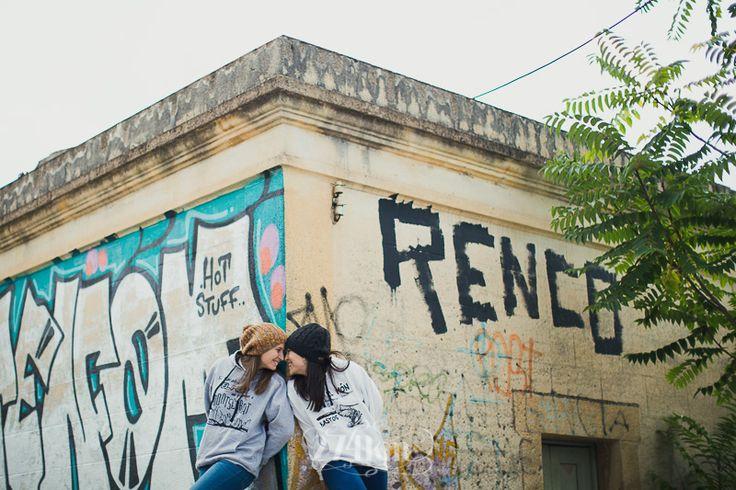 Sesión de fotos de pareja urbana en otoño en barcelona,274km, barcelona, hospitalet, gala martinez, fotografia, photography, boda, wedding, photographers, novios274km, couple, parella,