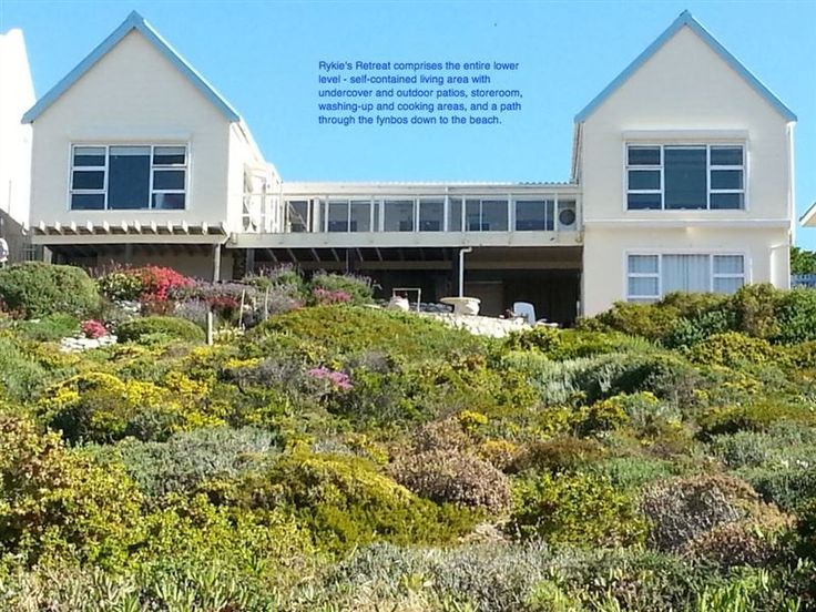 Rykie's Retreat - This self-contained accommodation has the most beautiful sea views. It is furnished with a king-size bed or two singles, if you prefer, with percale cotton linen and a down duvet. All linen is supplied. ... #weekendgetaways #yzerfontein #southafrica