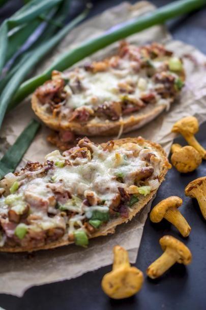 Kantarellit ovat sienien parhaimmistoa ja niistä syntyy helposti todella maukkaat lämpimät leivät.