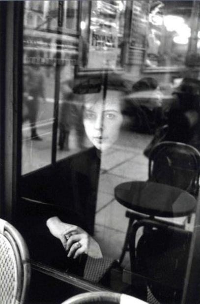 "24 Stunden im Leben der Frau: ""Édouard Boubat, Der Kaffee 'La Tartine', Paris, um 1980"""