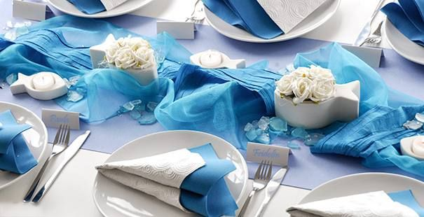 Tischdekoration in Türkis mit weißen Fischen
