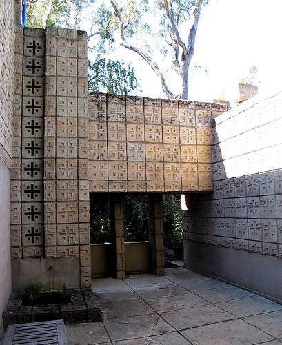 Millard House - Frank Lloyd Wright (1923) - Pasadena