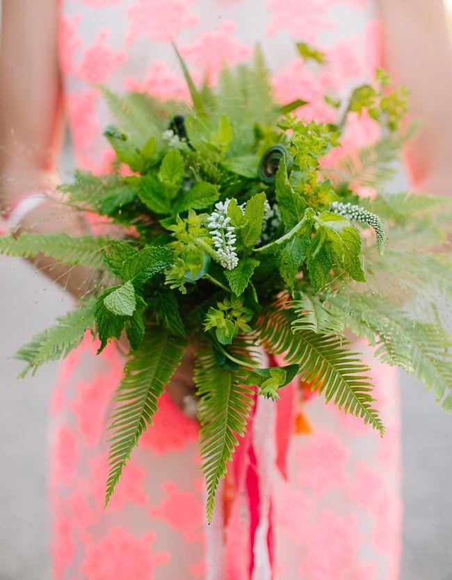 Stylish and romantic wedding inspiration - green bouquet