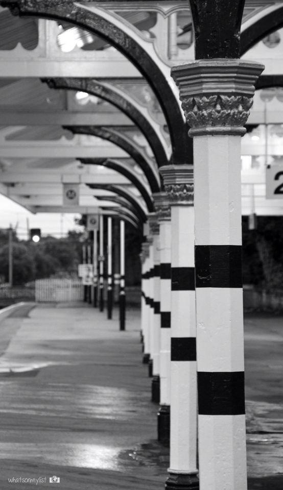 Durham is a beautiful place to visit specially if you like Happy Potter! This is the train station :) - UK  Durham es un lugar ideal para visitar especialmente si te gustan las películas de Harry Potter. Y así es su estación de tren :) - Reino Unido.