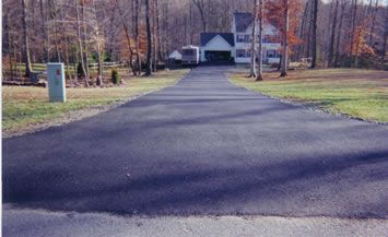 Decorative stone driveways, also known as Tar & Chip driveways is a Resin Bound cost effective alternative to block paving. It is a unique stone & resin overlay system. A Decorative stone resin bound surface is an ideal choice for driveways. #paving #driveway #tar_paving