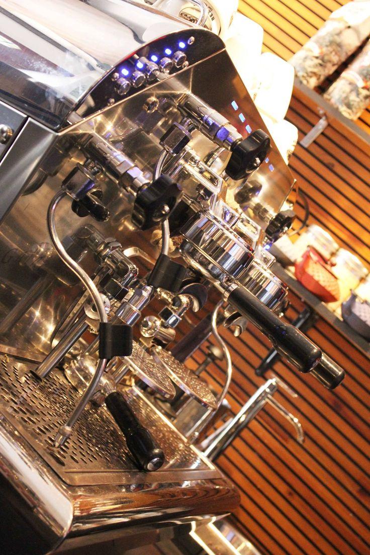 Para dias frios... Nuestro cafe Bezzera! Los esperamos en Daniel - www.daniel.com.co