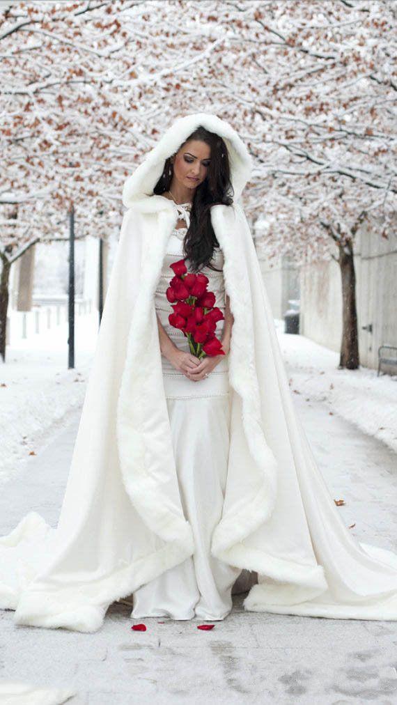 17 meilleures id es propos de robes de mari e d 39 ivoire sur pinterest robes de mari e. Black Bedroom Furniture Sets. Home Design Ideas