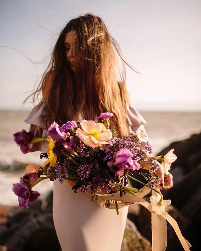 THAT LIGHT 💕✨  @joannabrownphotos whenever you want to share some more from this shoot .. WE HERE 🙋🏻😍👏👀 • • • • • #wearetheweddingcollective #modernwedding #weddingdirectory #thisismycommunity #ukwedding #creativehappenings #indiebride #createcommune #underthefloralspell #thevisualscollective #creativebride #weddingtrends #postthepeople #freedomthinkers #peoplecreatives #visualsgang #radlovestories #bohobride #weddinginspiration #exploretocreate #goldenhour #modernbride