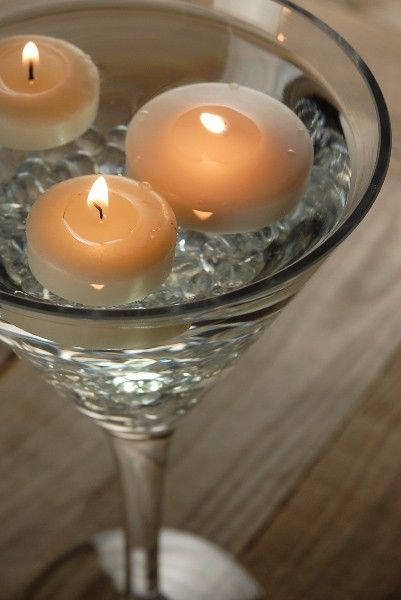 6 décorations de centres de table avec des vases martini