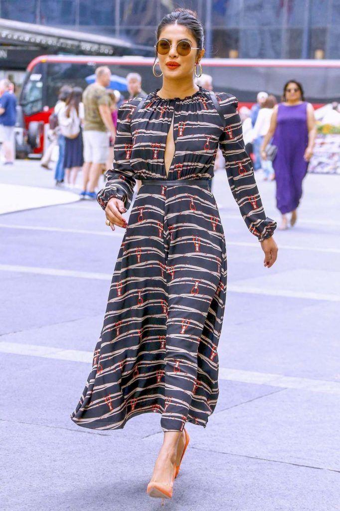 Priyanka Chopra Latest Dress Style Priyanka Chopra Dress Star Fancy Dress Elegant Wrap Dress