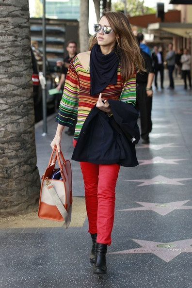 Jessica Alba, she looks great.  Just love this look!