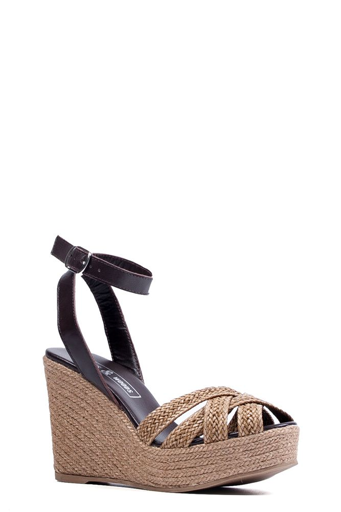 De Mita Beige is een prachtige sandaal met sleehak uitgevoerd in beige gevlochten leder. De sandaal wordt gesloten door middel van een donkerbruin bandje om de enkel en de sleehak is vervaardigd uit touw. De zool is gemaakt van een combinatie van touw en rubber. #Bootsandwoods