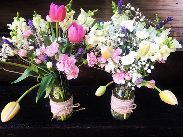A little country charm for a Saturday afternoon with these sweetly feminine blooms in mason jars   head on over to @peregiangardencentre to pick up yours! #petalbliss #flowers #blooms #spraycarnations #babysbreath #tulips #snapdragons #lavender #masonjarflowers #peregiangardencentre #peregiansprings #sunshinecoast #sunshinecoastflorist #flowergift #feminine #pink #countrycharm #saturdayafternoon