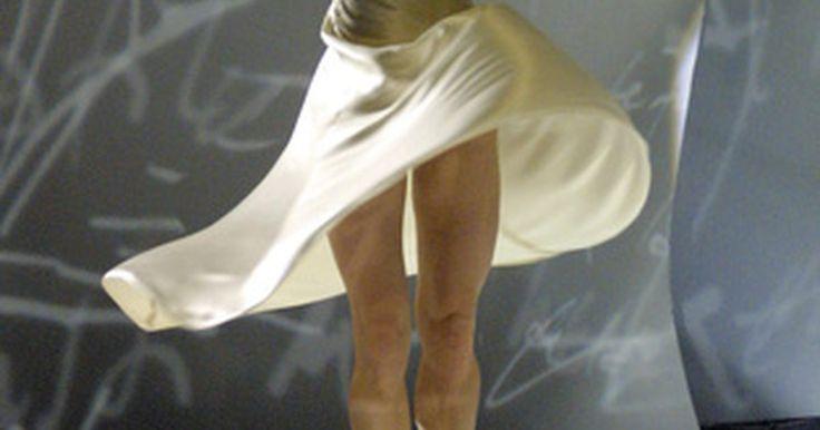 Dieta saudável para dançarinos. A dança gira em torno de técnicas significativas, componentes físicos e estéticos. Como os dançarinos são continuamente requisitados para executar o melhor de suas habilidades, uma nutrição adequada e alimentação do corpo é essencial. Eles precisam consumir dietas adequadas em calorias para suportar as demandas impostas sobre o corpo. Essas ...